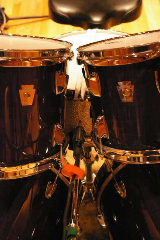 Snare Drum: TC25 Pointed at the Shell of the Drum